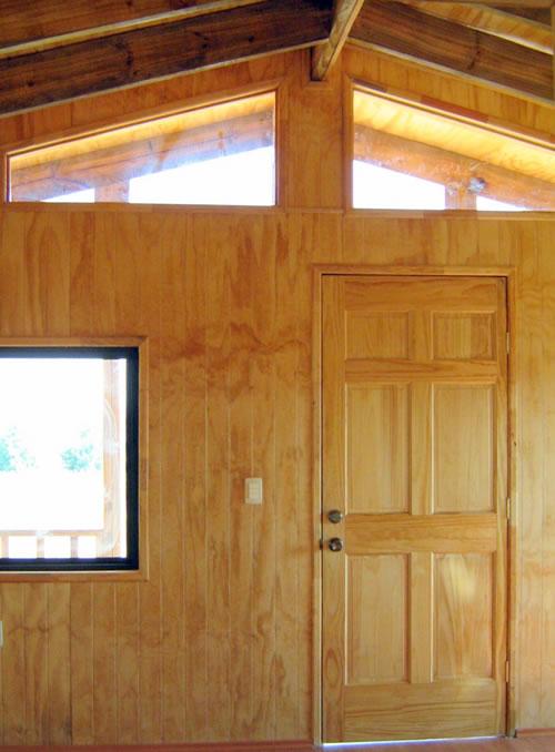Interior, puerta de entrada